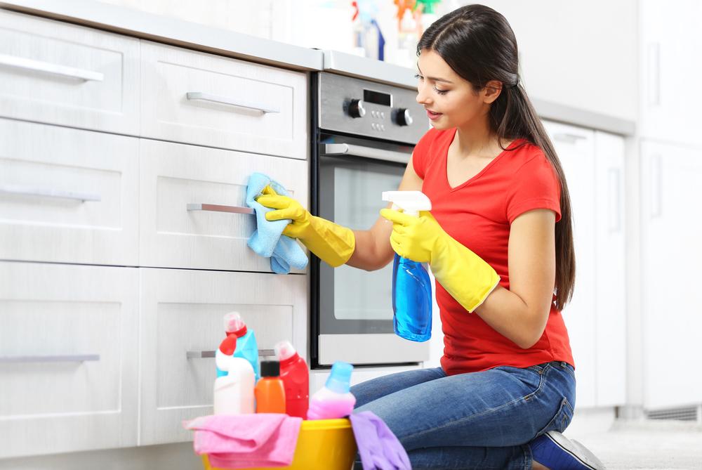 lackierte küchenfront putzen